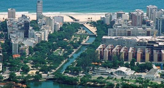 Canal separando as praias de Ipanema e Leblon.