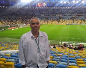 Flavio trabalhando no Maracanã