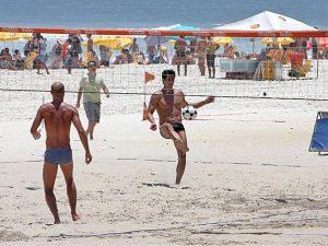 Futevolei na praia de Ipanema