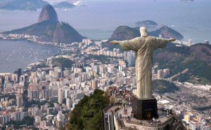 O Cristo Redentor faz parte do nosso passeio de helicóptero no Rio de Janeiro.